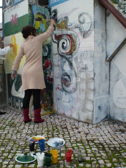 Ana Sagall pintando en la Marina